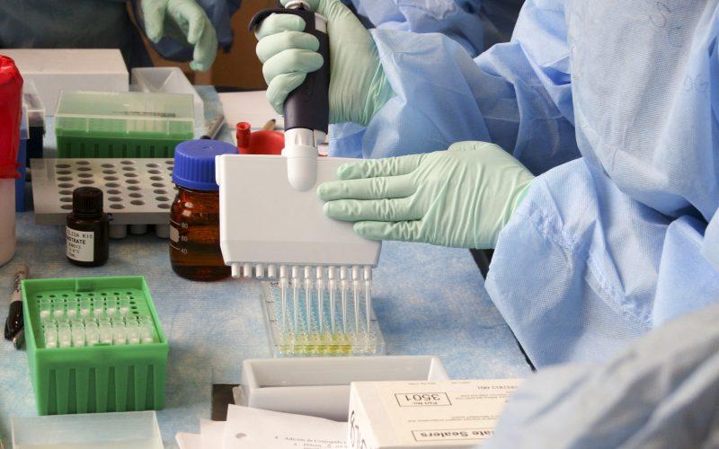 AstraZeneca i Uniwersytet w Oxfordzie ogłaszają przełomowe porozumienie dotyczące szczepionki przeciwko COVID-19